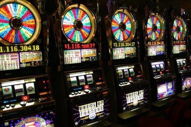 Достойный игровой зал Casino Rox