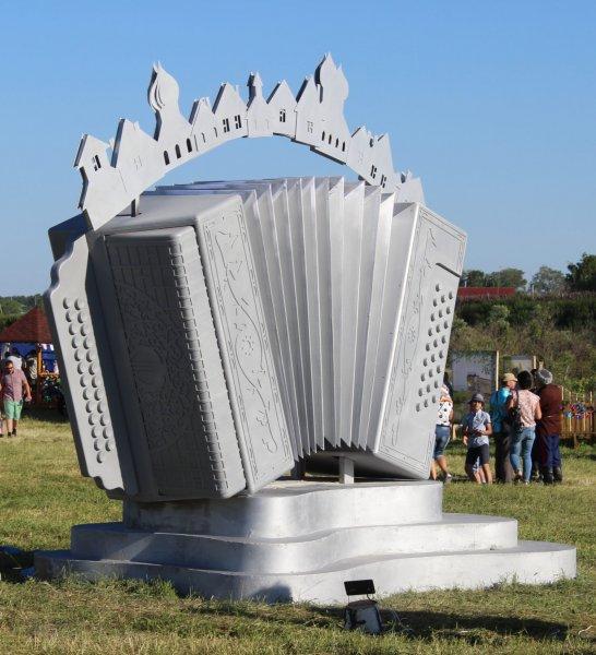 Памятник Российской гармони открыт на Международном фестивале «Играй, гармонь!»