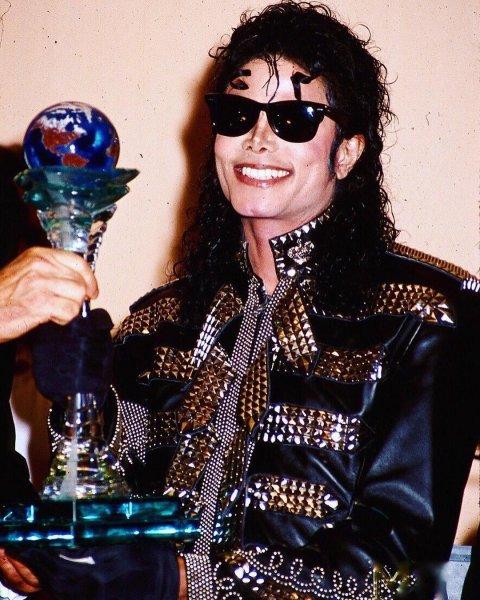 Куртку Майкла Джексона купили на торгах в США за 298 тысячи долларов